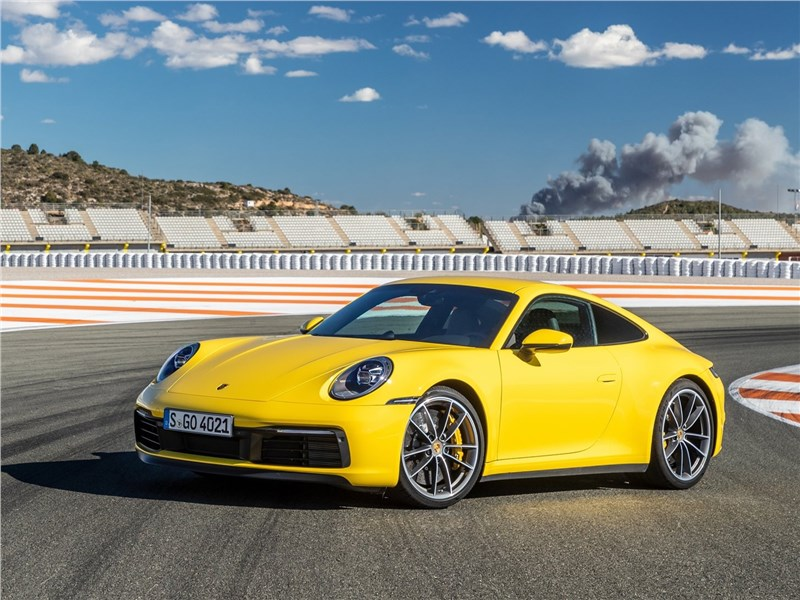 Porsche 911 Carrera 2019 вид спереди