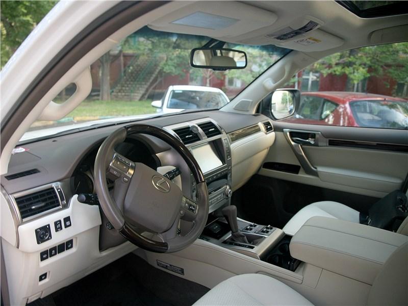 Lexus GX 460 2014 салон