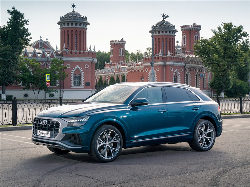 Audi Q8 2019 вид спереди сбоку