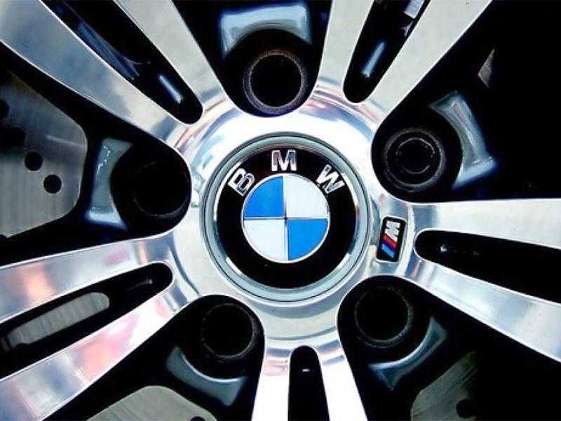 Логотип BMW: пропеллеров там нет!
