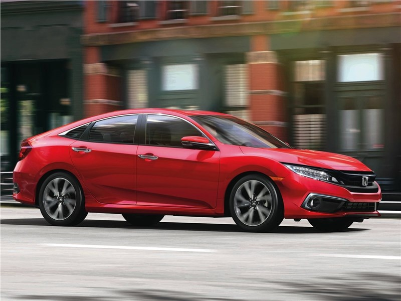Honda Civic Sedan 2019 вид сбоку