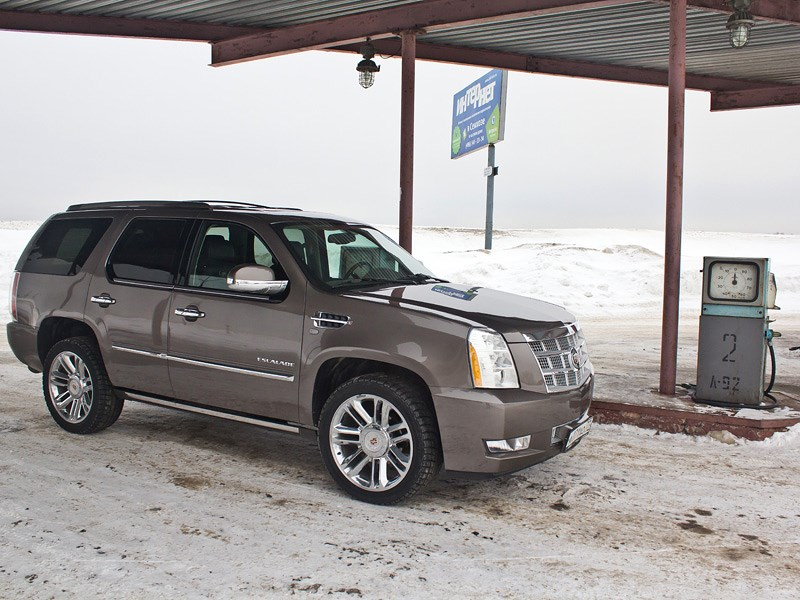 Cadillac Escalade 2009 вид сбоку