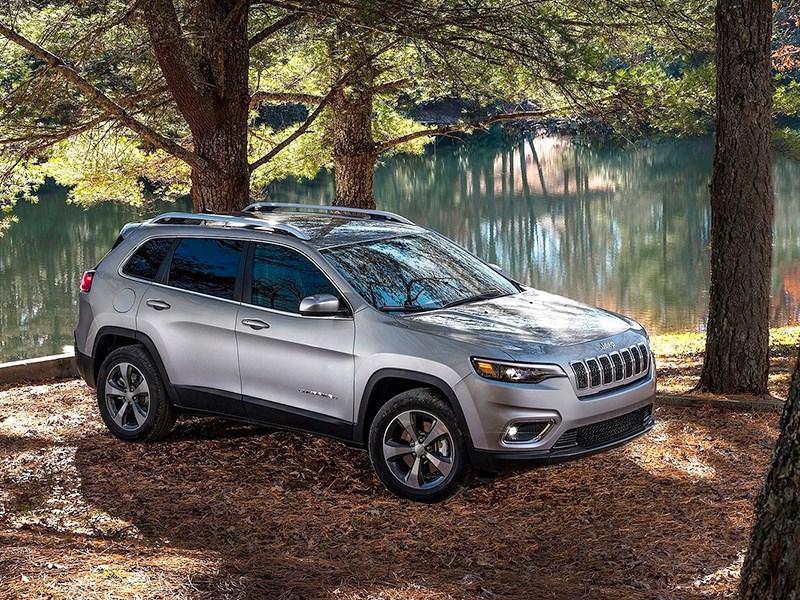Jeep отправит на сервис внедорожники Cherokee