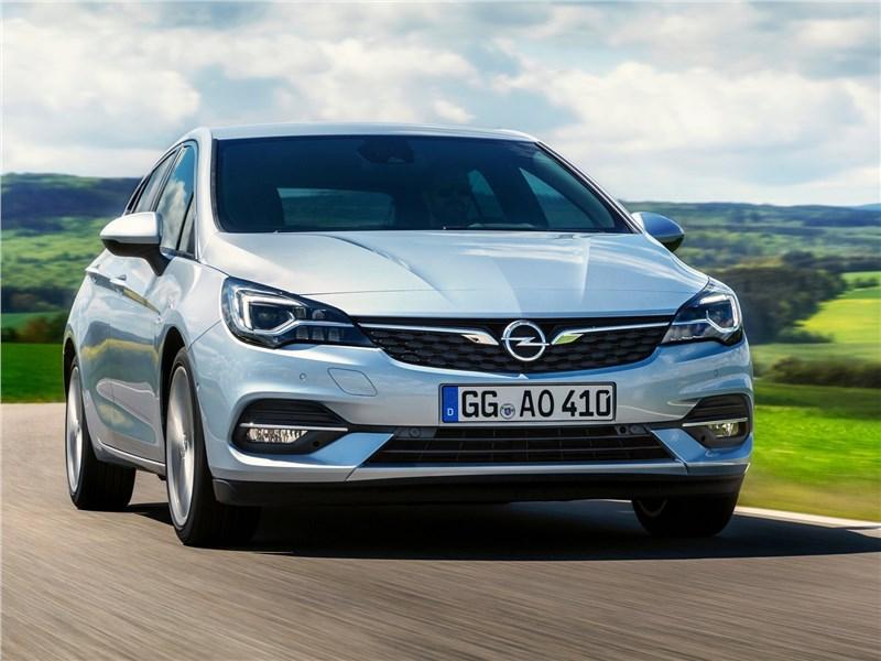 Opel Astra 2020 вид спереди
