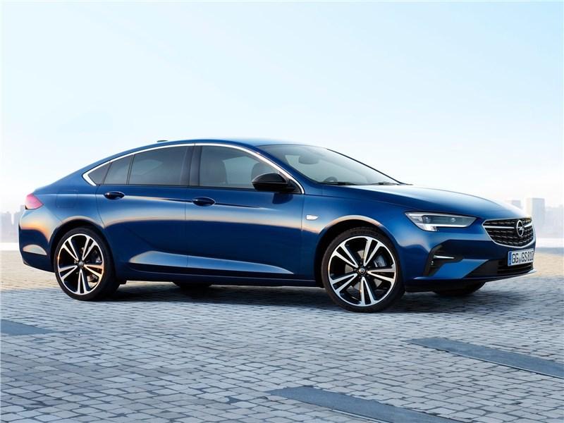Opel Insignia 2020 вид сбоку