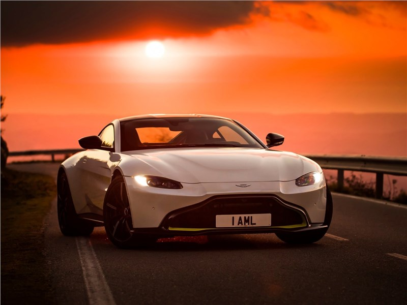 Aston Martin Vantage 2019 вид спереди