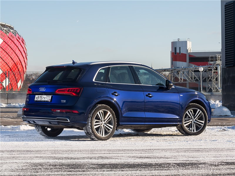 Audi Q5 2017 вид сзади