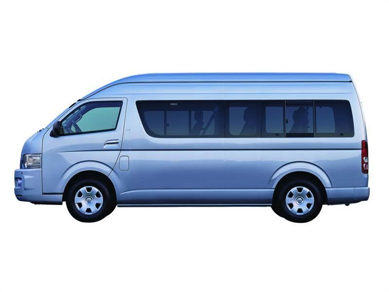 Toyota Hiace вид сбоку