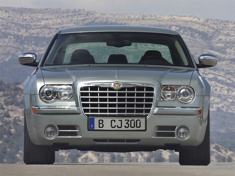 Chrysler 300C 2005 вид спереди