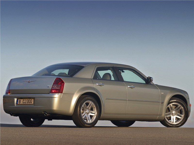 Chrysler 300C 2005 вид сбоку