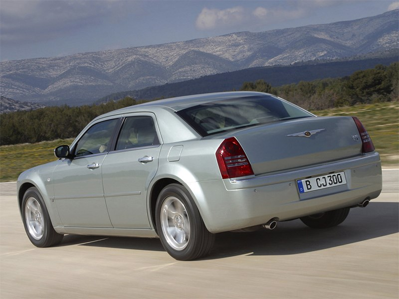 Chrysler 300C 2005 вид сзади