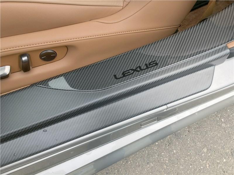 Lexus LC 500 (2021) порог