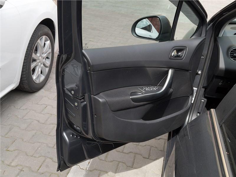 Peugeot 408 2012 передняя дверь