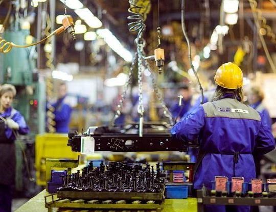 За год из российских автомобильных заводов уволили более 21 тысячи человек