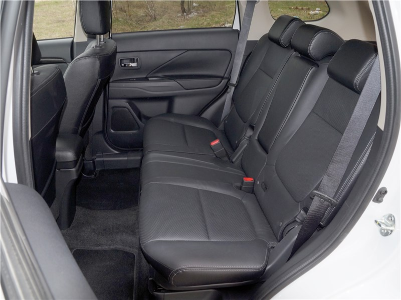 Mitsubishi Outlander 2016 задний диван