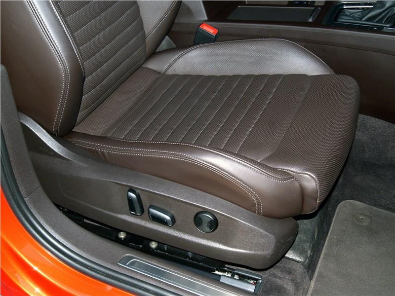Volkswagen Passat Alltrack 2016 передние кресла