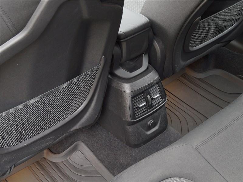 BMW 2 Series Active Tourer 2017 передние кресла