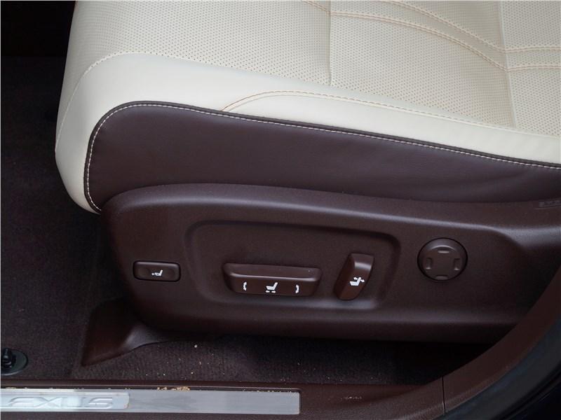 Lexus RX 350L 2018 передние кресла
