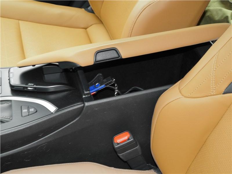 Lexus UX 200 2019 бокс-подлоктник