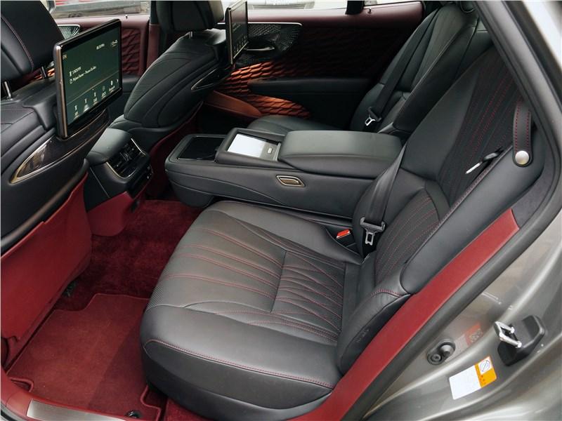 Lexus LS 500 2018 задний диван