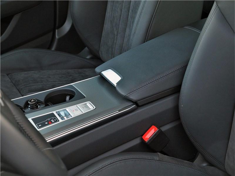 Audi A6 allroad quattro (2020) подлокотник