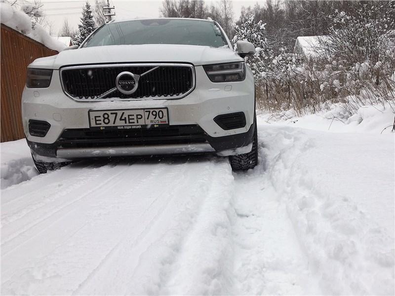 Volvo XC40 (2018) вид спереди
