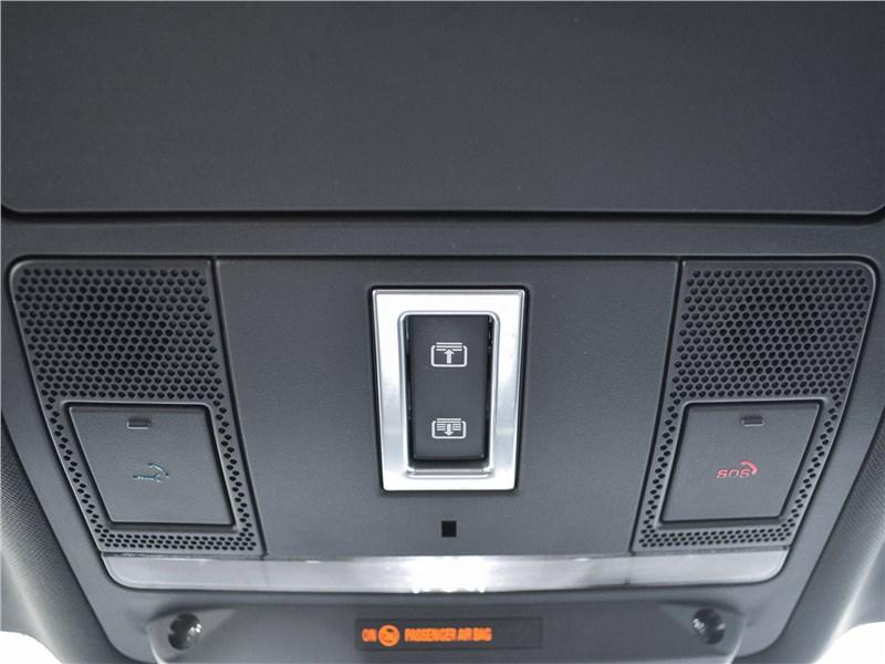 Jaguar E-Pace (2018) салон