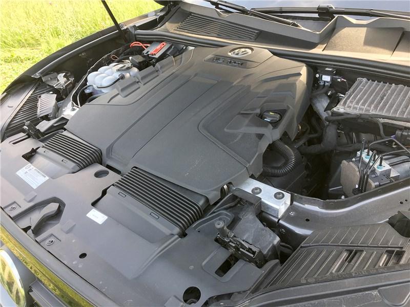 Volkswagen Touareg R-Line (2021) моторный отсек