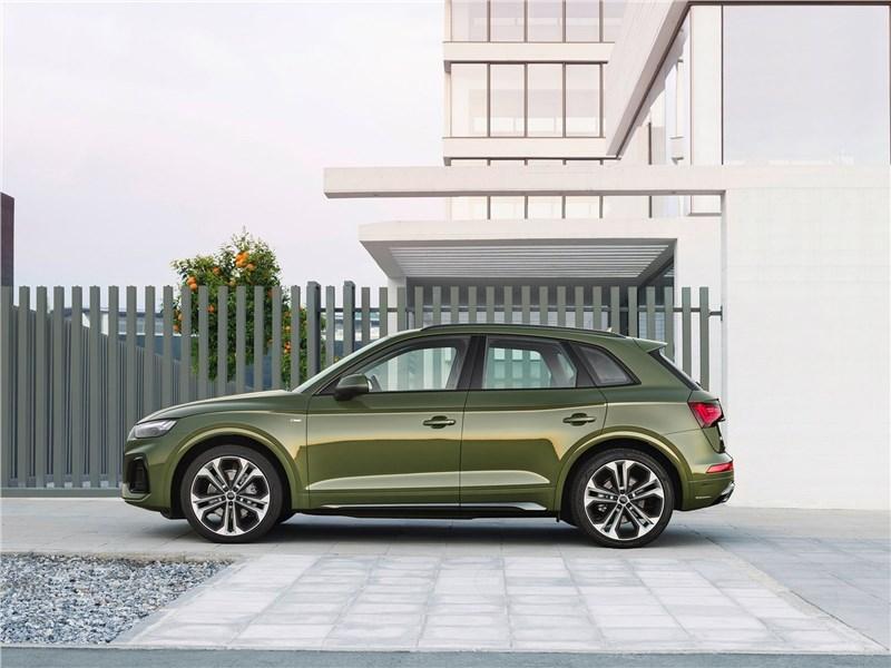 Audi Q5 (2021) вид сбоку