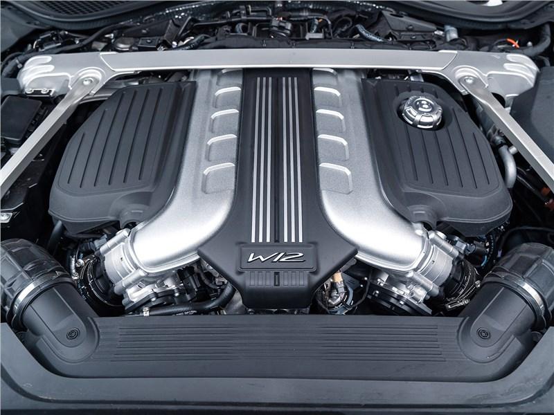 Bentley Flying Spur (2020) моторный отсек