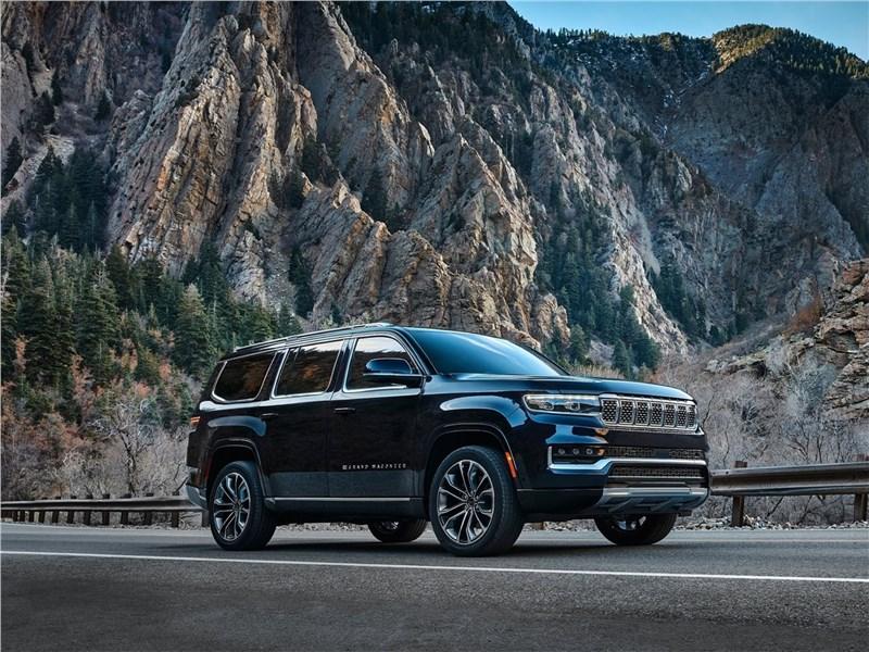 Jeep Grand Wagoneer (2022) вид спереди