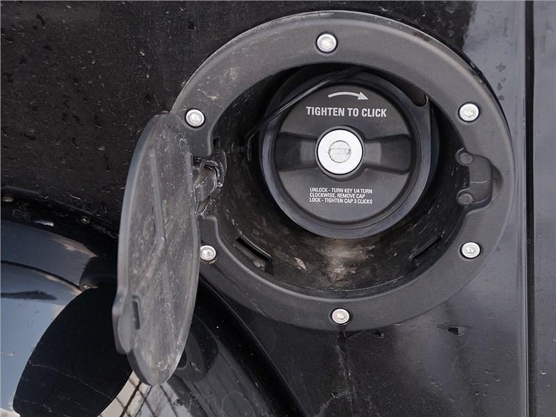 Jeep Wrangler 2007 лючок заливной горловины топливного бака