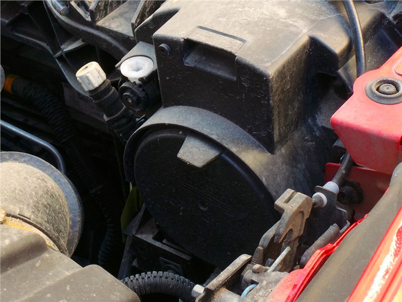Jeep Renegade 2014 моторный отсек