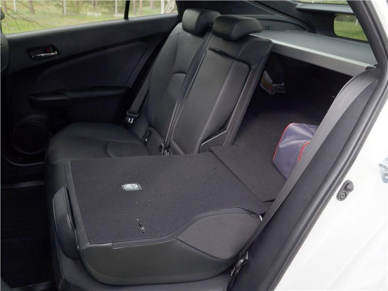 Toyota Prius 2016 задний диван