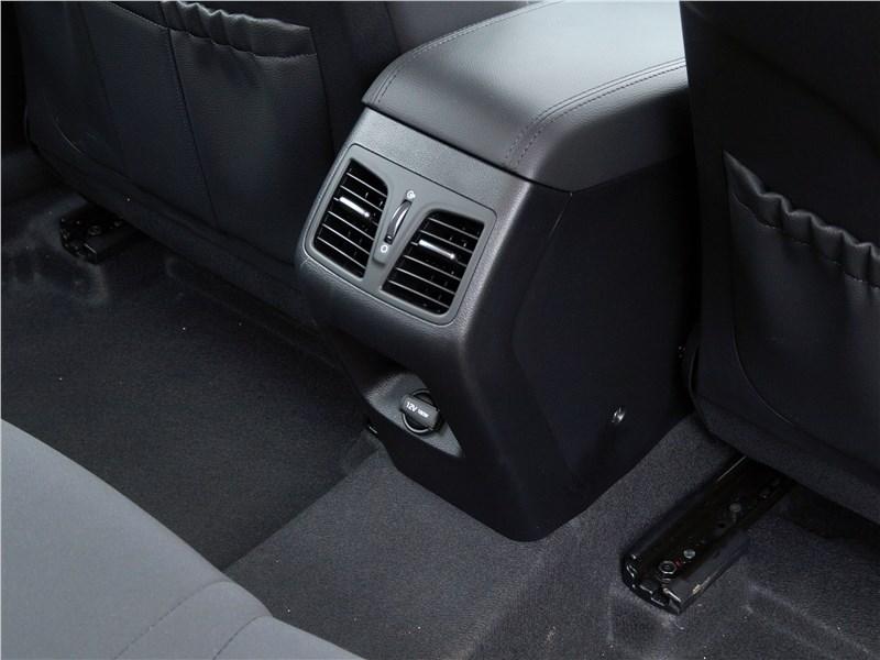 Hyundai Sonata 2018 печка для второго ряда