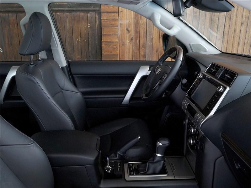 Toyota Land Cruiser Prado 2017 передние кресла