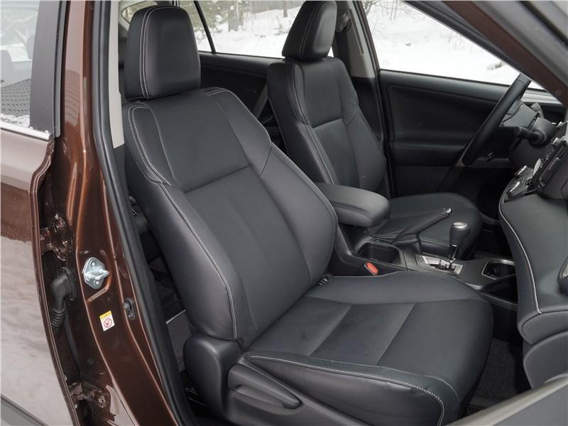 Toyota RAV4 2016 передние кресла