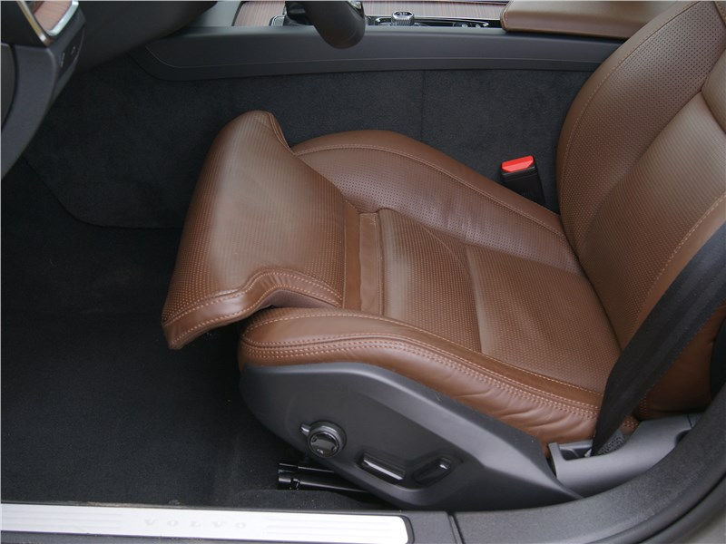 Volvo S60 2019 передние кресла