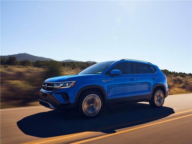 Volkswagen Taos (2022) вид спереди сбоку
