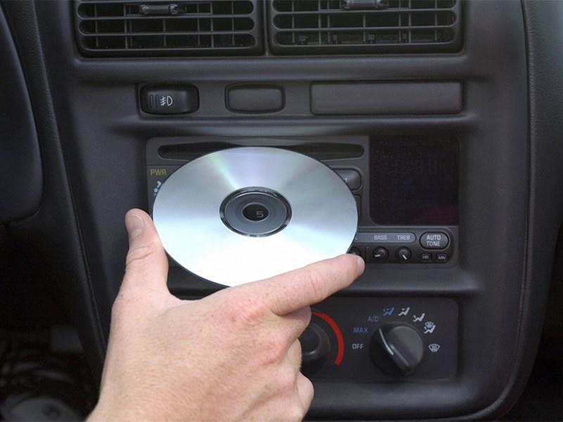 Автомобильный CD-проигрыватель уходит в историю