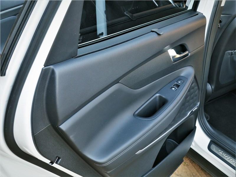 Hyundai Santa Fe (2021) дверь