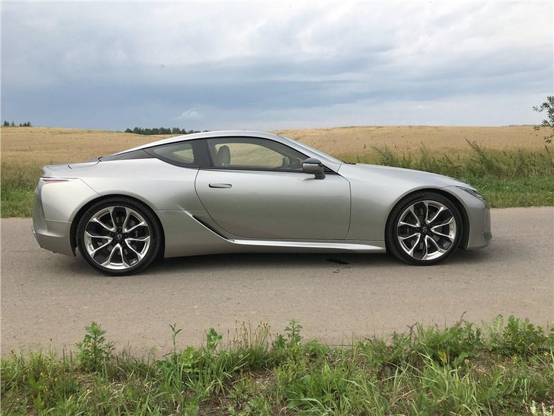 Lexus LC 500 (2021) вид сбоку