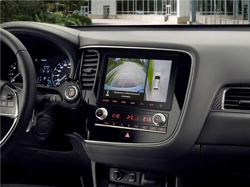 Mitsubishi Outlander (2021) центральная консоль