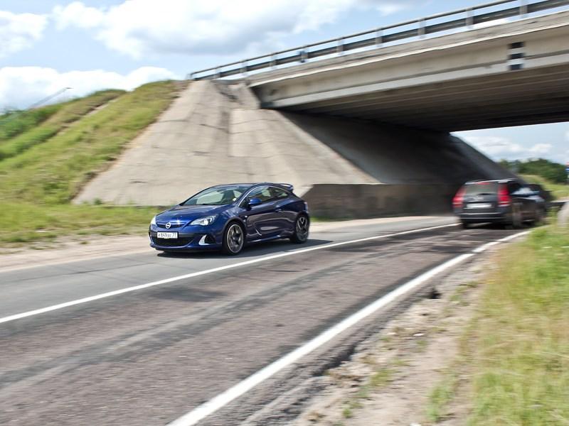 Opel Astra OPC 2013 вид спереди