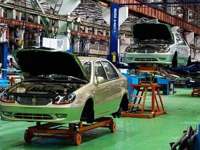 Российский автопром выпустил в прошлом году на 2% меньше легковых машин, чем в 2012 году