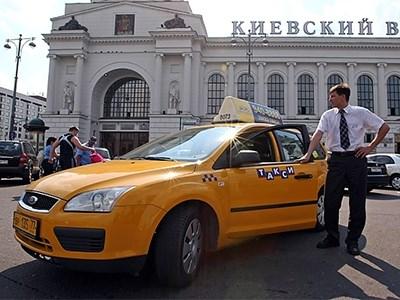В столице будет законодательно установлен лимит максимально допустимой цены поездки в такси