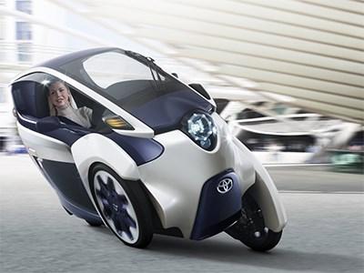 Toyota испытывает на улицах Токио новый трехколесный электромобиль