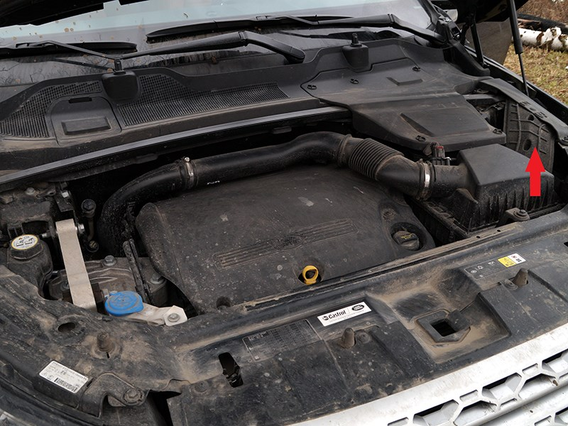 Land Rover Discovery Sport 2015 подкапотное пространство