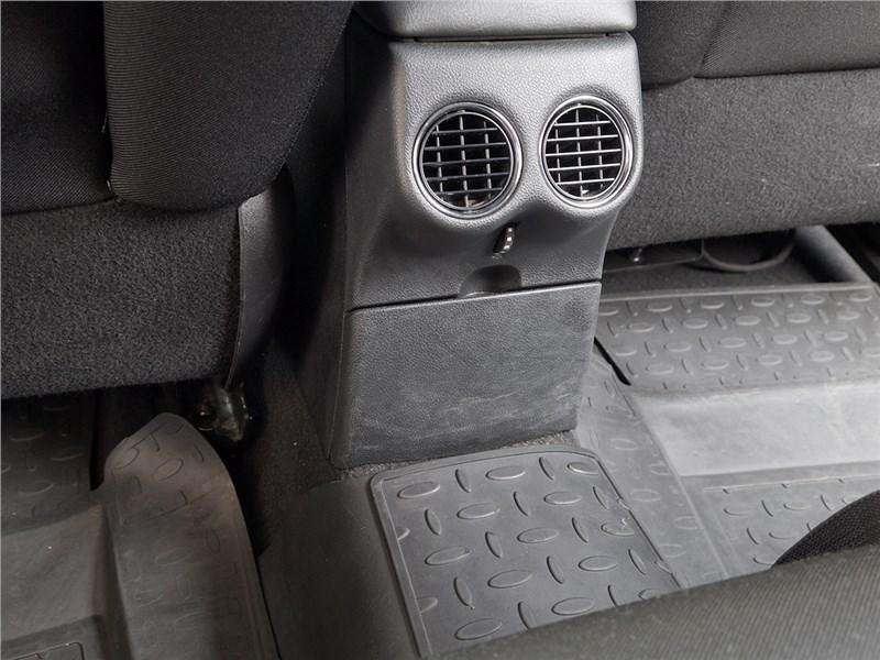 Peugeot 408 2012 воздуховоды