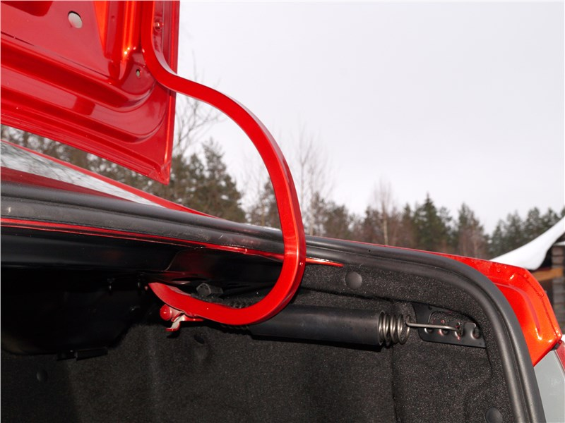 Lada Vesta 2015 крышка багажника